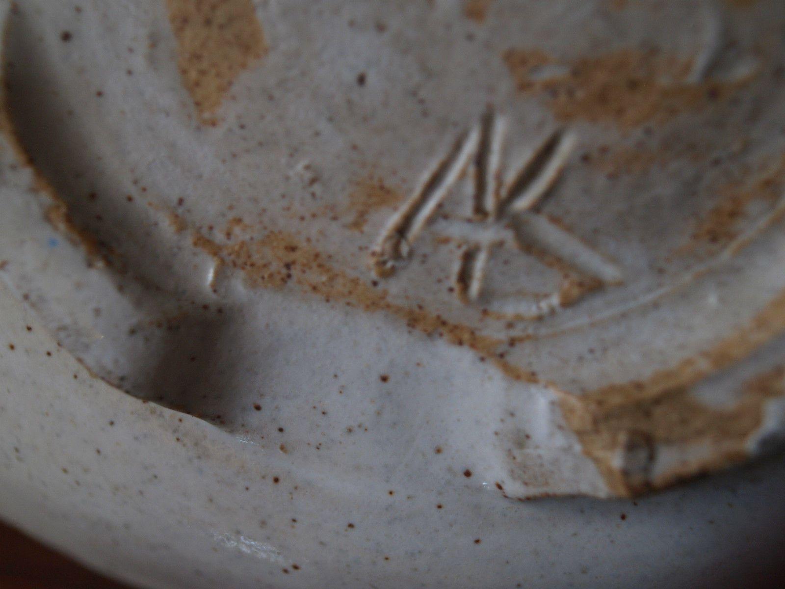 AMY KRAUS STUDIO POTTERY FOOTED DISH. c 1950 - AK mark