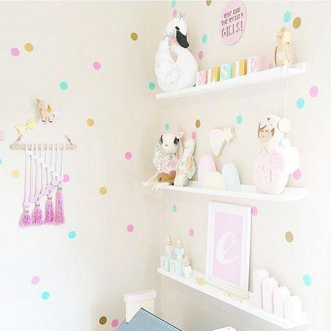 Pin de catalina calle en cuarto de bb decoracion for Decoracion paredes habitacion bebe nina