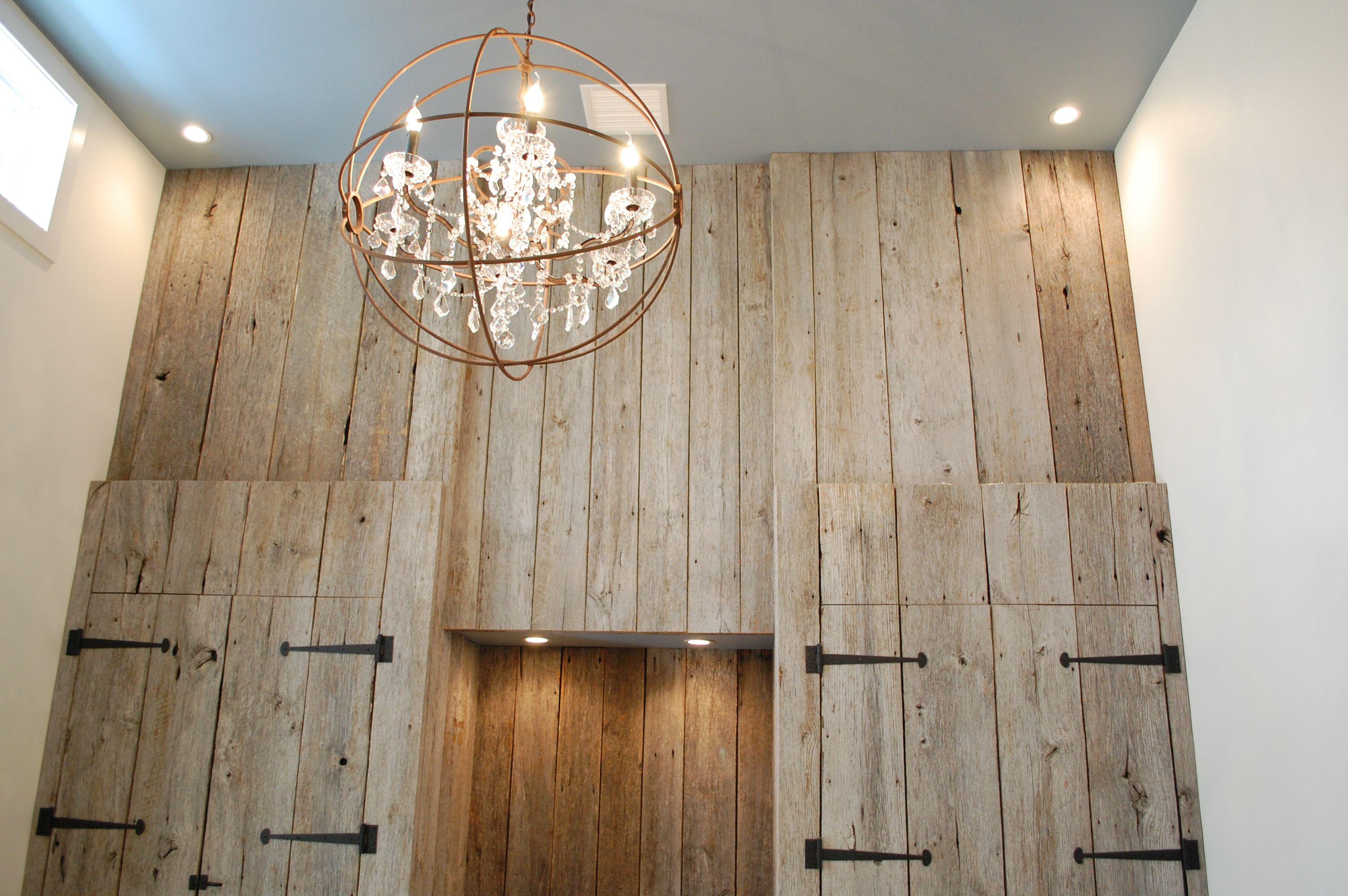Interior design ideas using grey barn board with rustic - Farmhouse interior color schemes ...