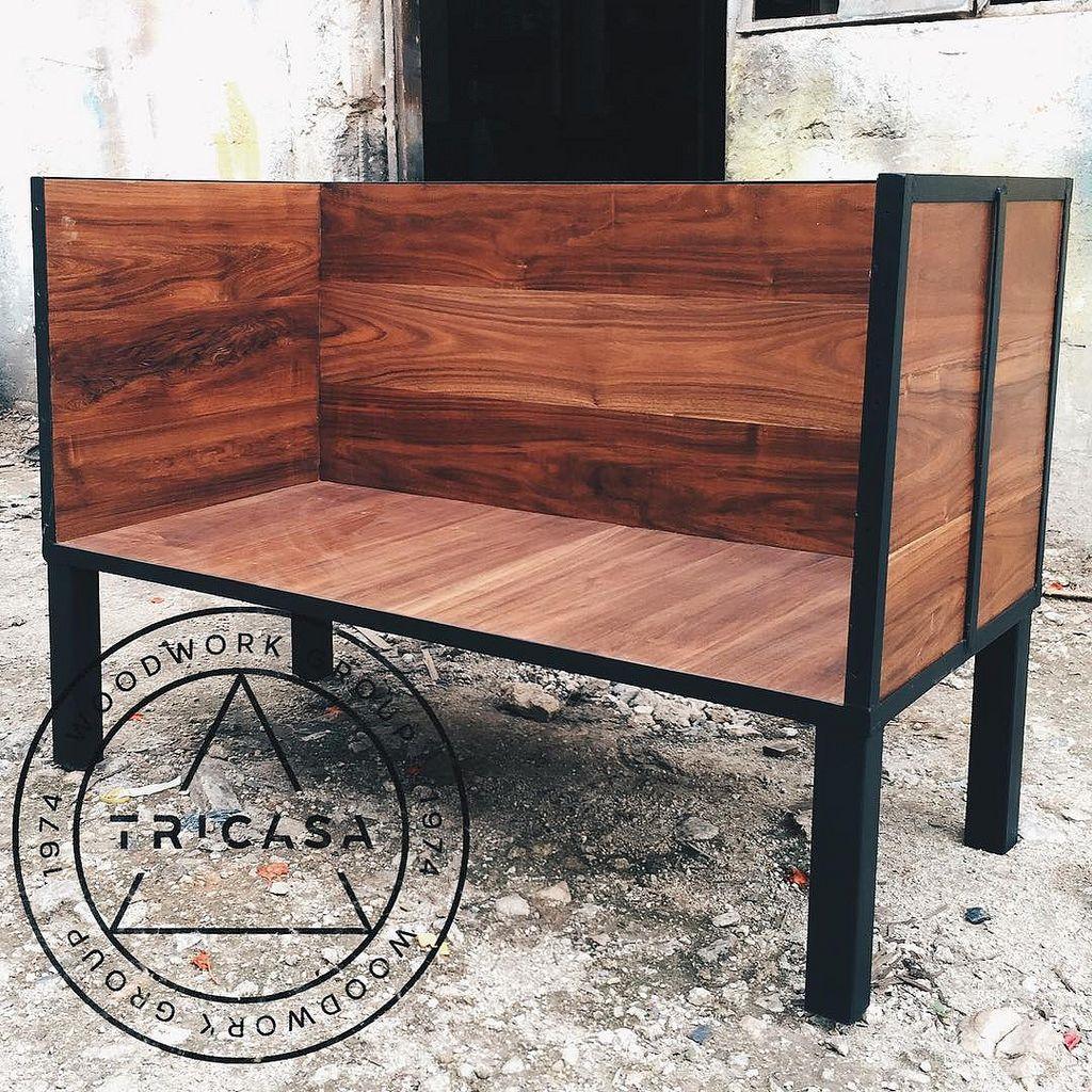 Enproceso sillones para bar elaborados en madera de for Sillones de madera