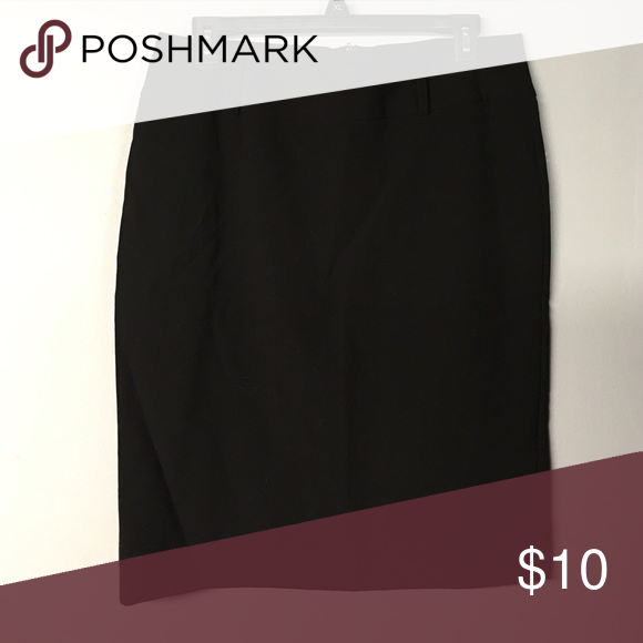 Classic black skirt NWOT. This stunning and elegant skirt is perfect for a day in the office or a night on the town. From a nonsmoking home. Iz Byer Skirts Midi