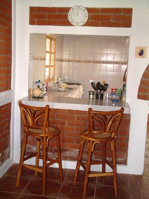 Cocina peque a con desayunador buscar con google for Barras de bar para casa rusticas