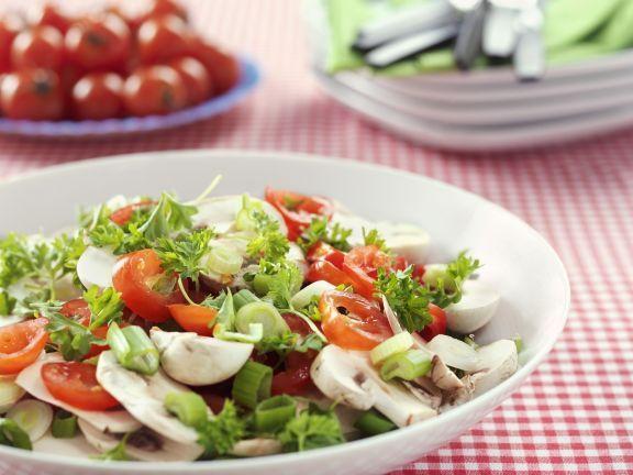 Champignon-Tomaten-Salat mit Porree mit Petersilie ist ein Rezept mit frischen Zutaten aus der Kategorie Fruchtgemüse. Probieren Sie dieses und weitere Rezepte von EAT SMARTER!