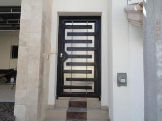 Puertas entrada principal con cristal y reja buscar con for Puertas de herreria minimalistas