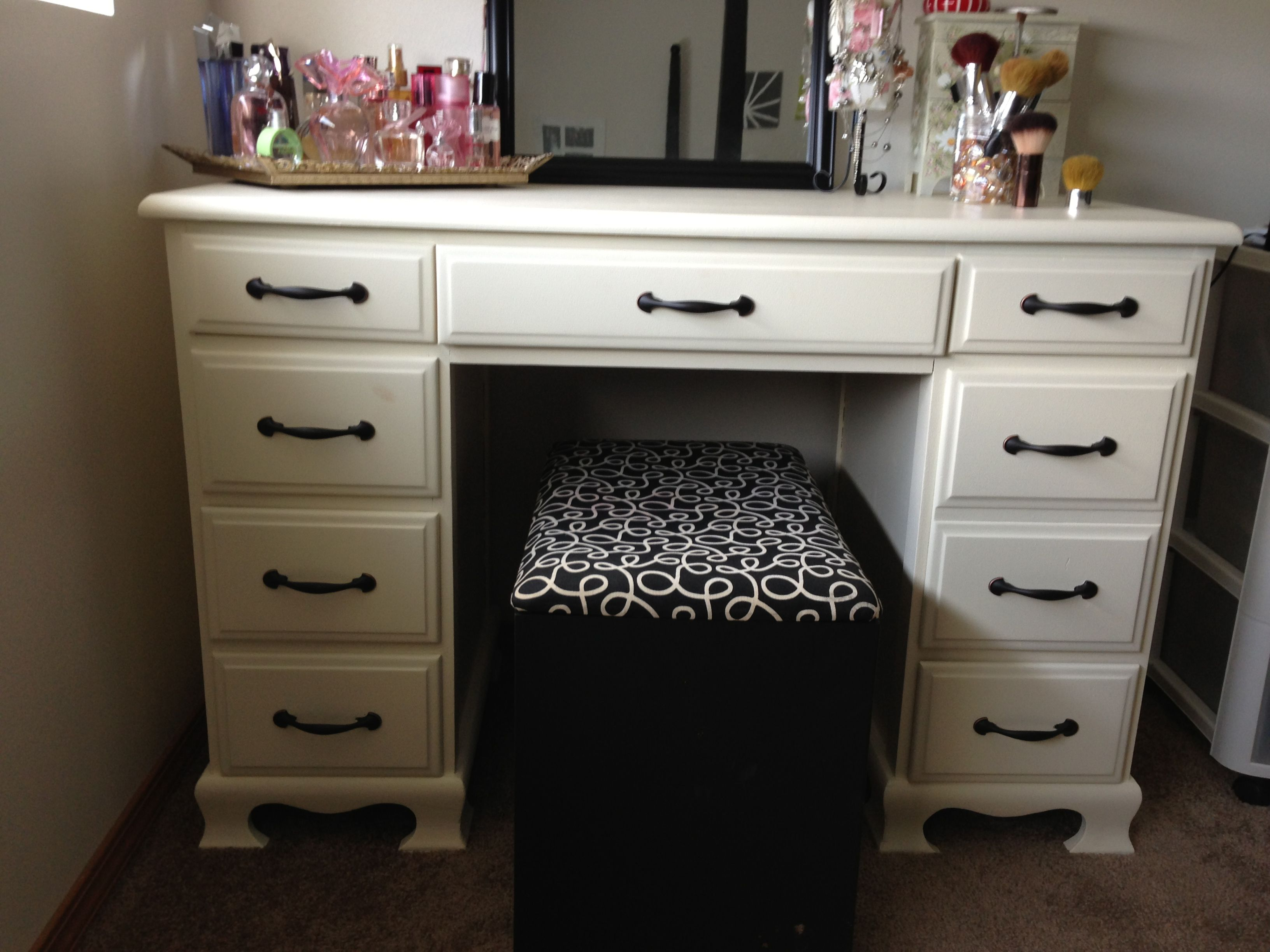 Here S The Makeup Vanity I Made A Couple Of Weekends Ago I Bought An Old Desk From Cra With Images Apartment Decorating For Couples Exquisite Decor Master Bathroom Design