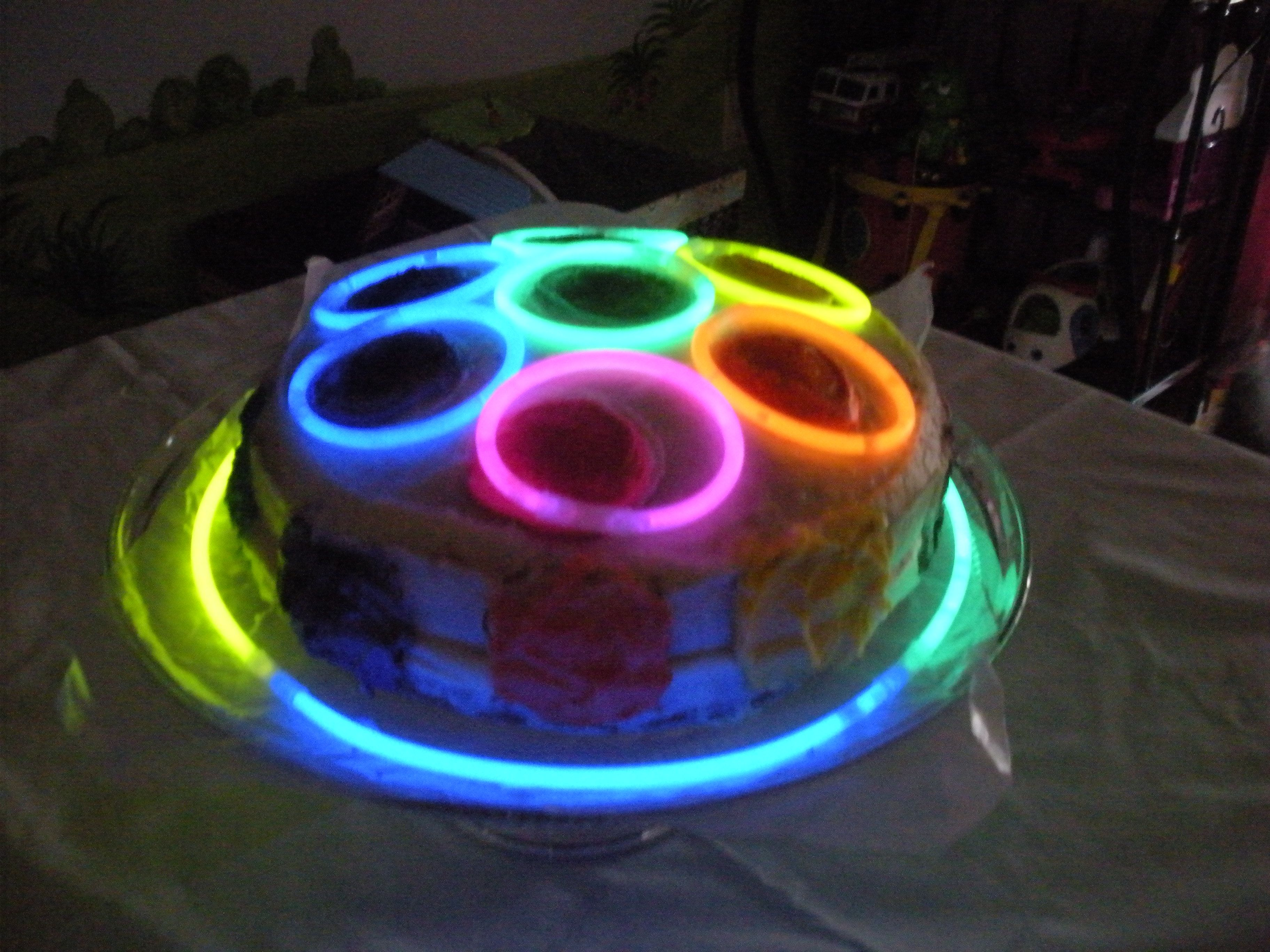 Glow In The Dark Disco Cake Las 12th Birthday Pinterest