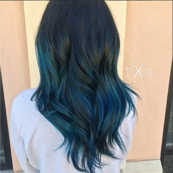 Haarfarbe dunkelblau
