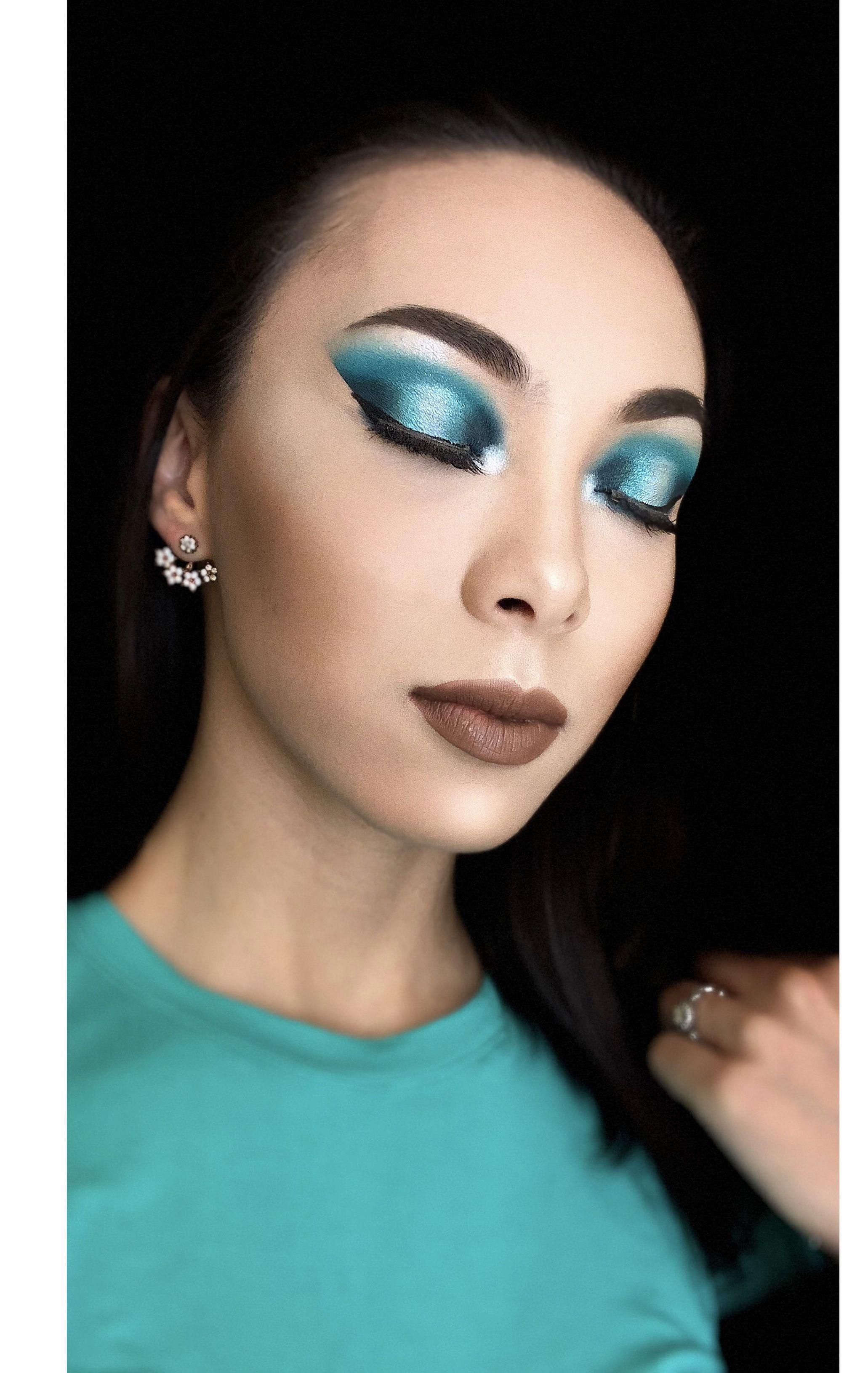 Blue eye shadow look Blue eyeshadow, Blue eye makeup