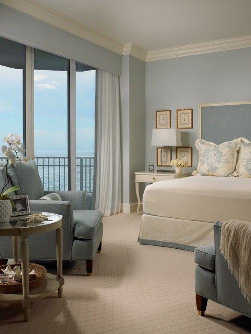 Dieser Strand Stil Schlafzimmer erreicht den Look mit einem Spiel