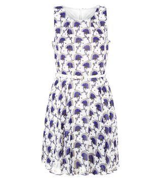 Tenki – Weißes ärmelloses Kleid mit Gürtel und Blumenmuster