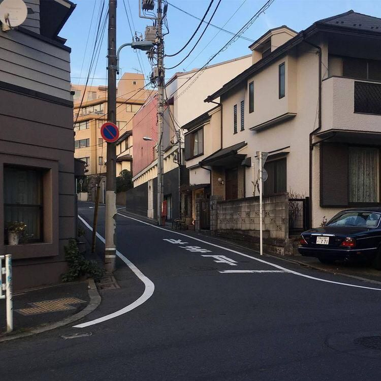 Japan Streets Look So Calm And Inviting I D Go For So Many Walks Check Out Desigedecors Com To Get More Inspiration Aesthetic Japan Japan Street City Aesthetic