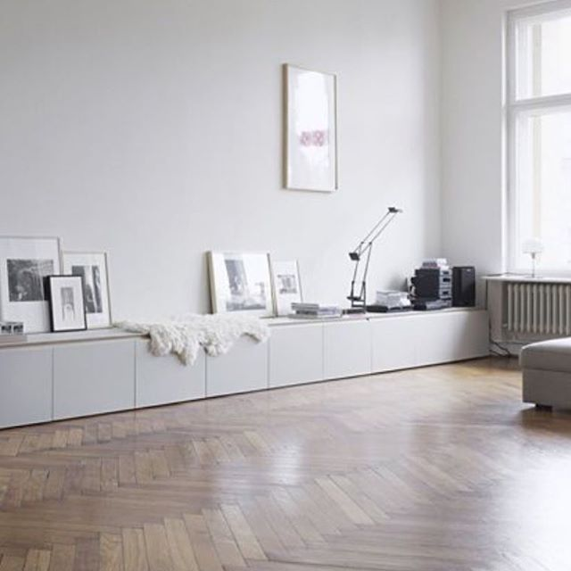 how do you make a large space feel modern but not bare? interiors - Wohnzimmer Ikea Besta
