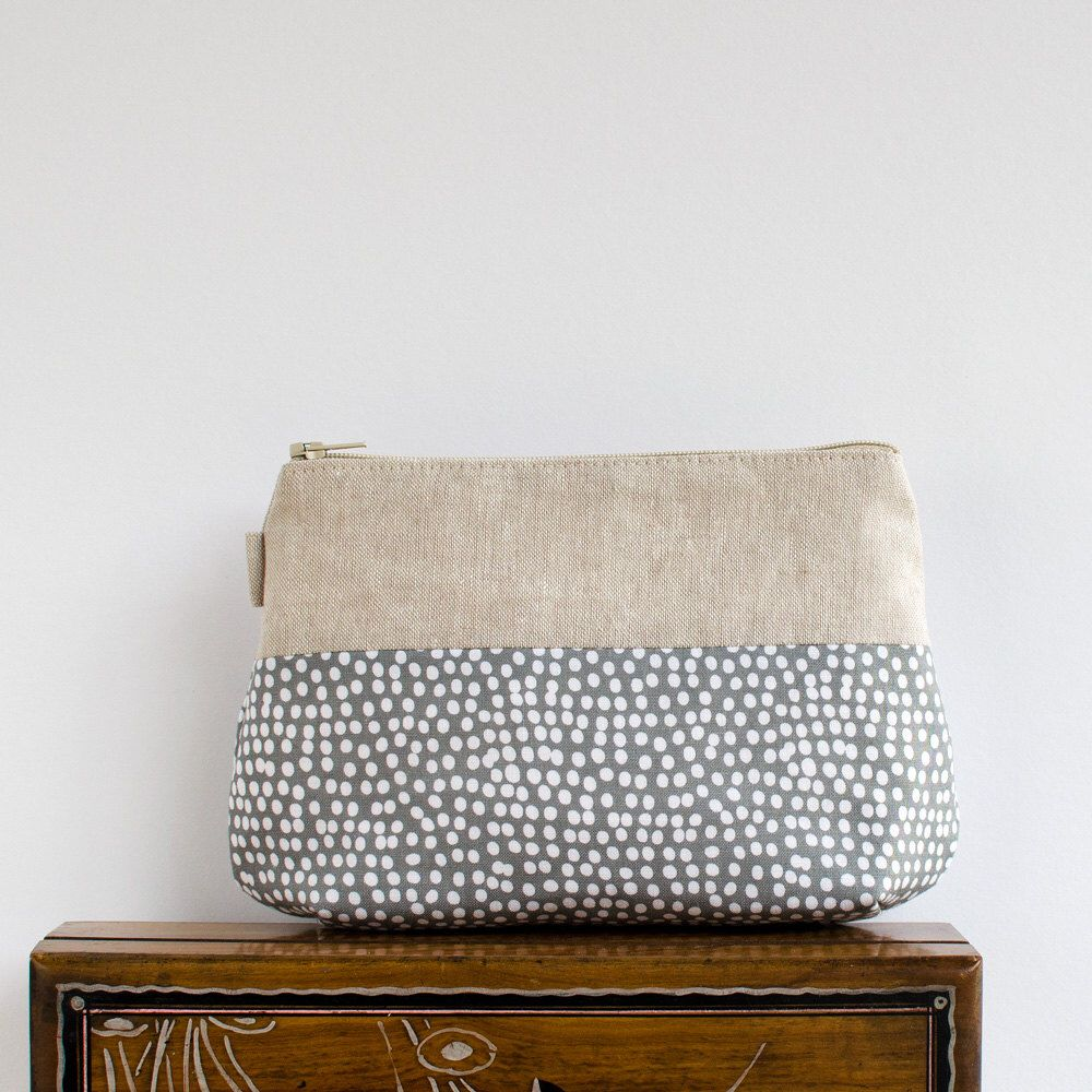 makeup bag // grey + white dot and linen zipper pouch