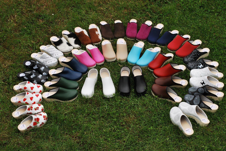 Une large palette de sabots bois et cuir   funky shoes   Pinterest ... 69c95a49547c