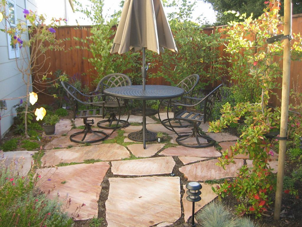 Very small back patio decorating ideas decoracion de for Small backyard garden ideas