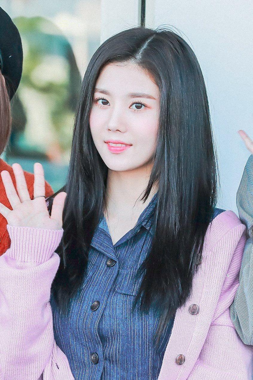 Ana on in 2019 IZONE Eunbi Chaeyeon Woollim entertainment