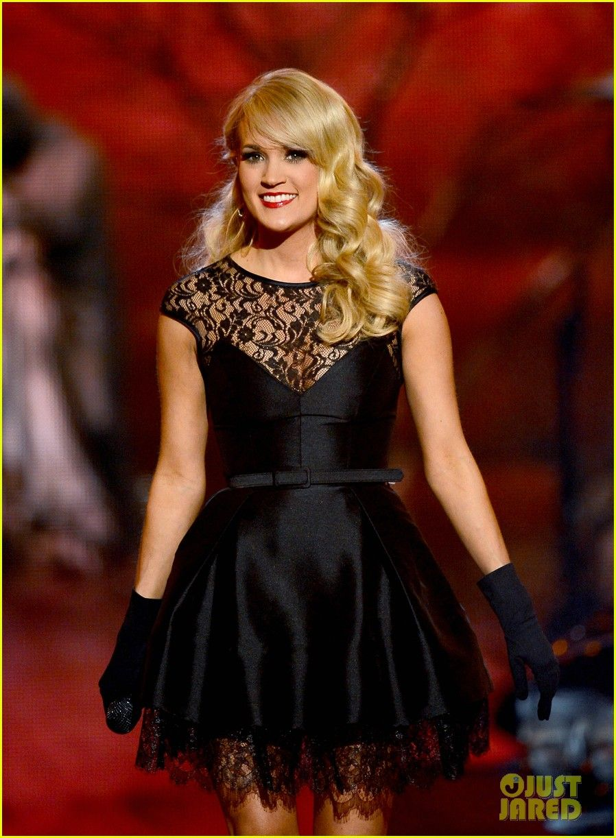 Carrie Underwood arrives at 2016 Country Music Awards