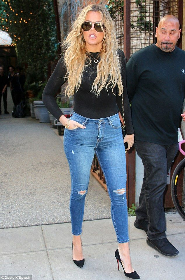 Khloe Kardashian Is Casual Cool In Black Top U0026 Blue Jeans During NYFW | Khloe Kardashian Black ...