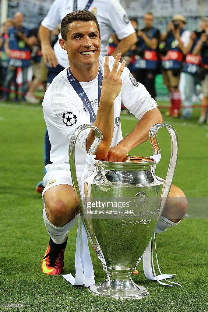 Cristiano Ronaldo Of Real Madrid Celebrates With The Trophy Following Ronaldo Madrid Cristino Ronaldo Ronaldo