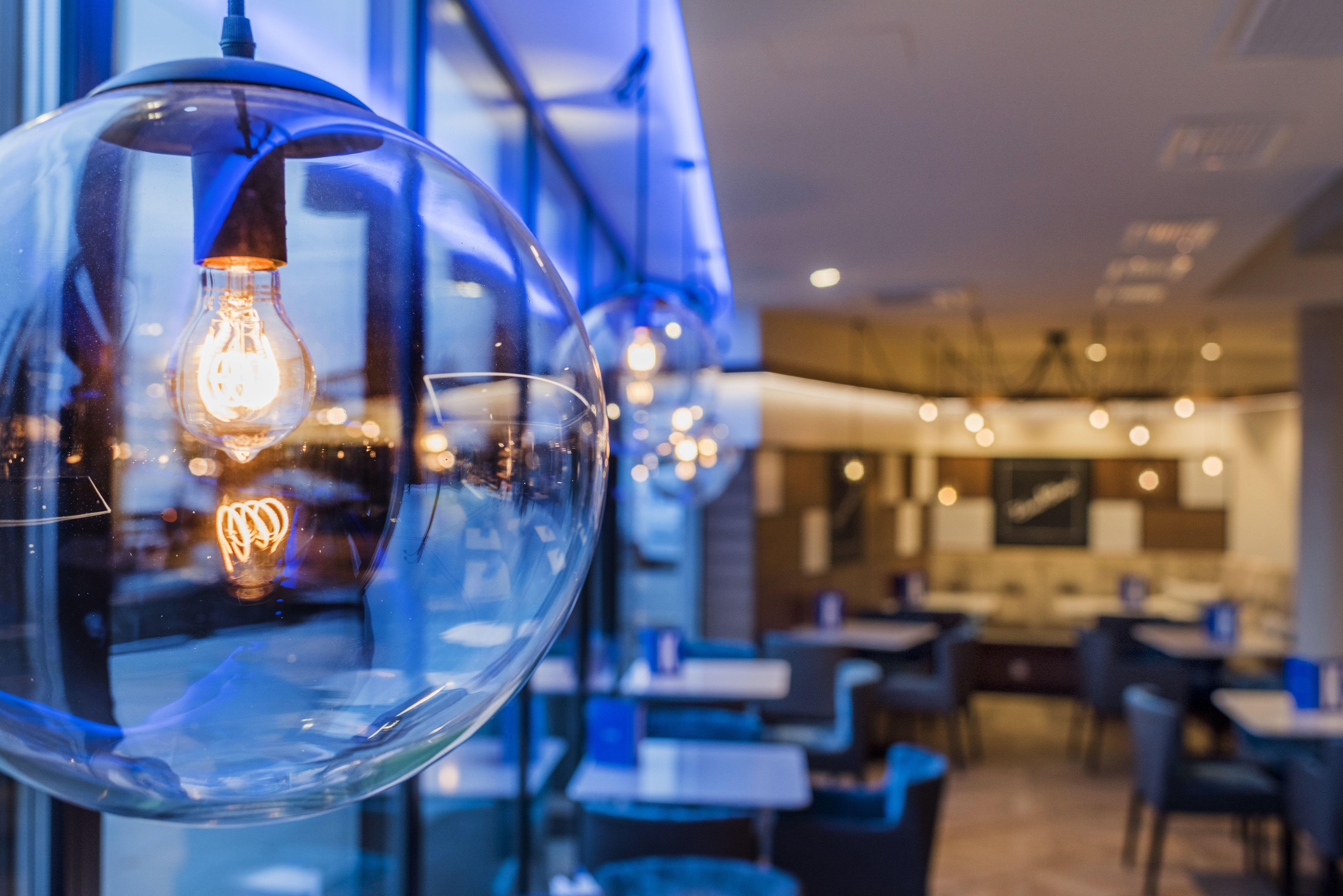 Aichinger Ladenbau Theke Ladentheke Design Einrichtung Ladeneinrichtung Modern Food Style Erfolgeinrichten Interior Shopfitting Licht Lichtkonzep