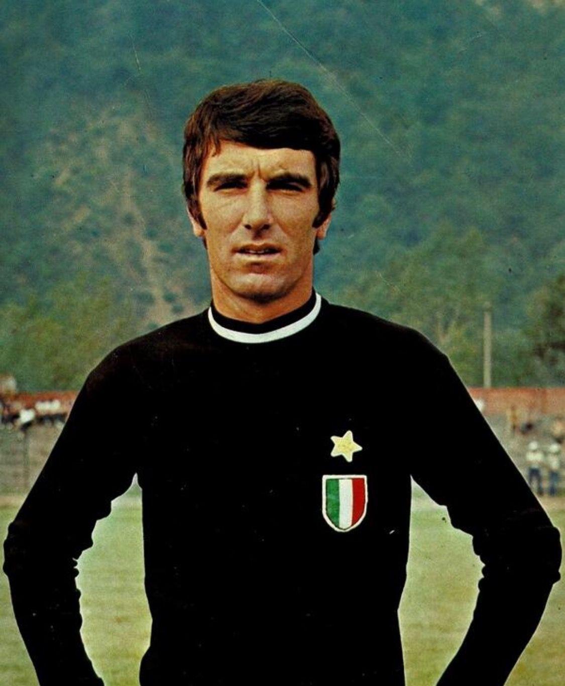 Épinglé par sur Famous Soccer Legends