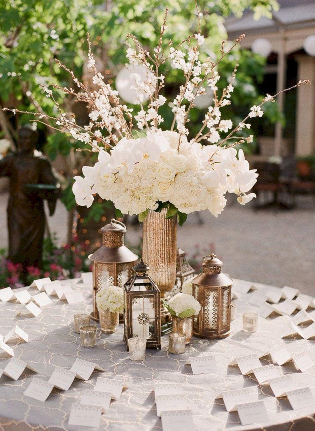 25 Wonderful Rustic Vintage Wedding Centerpieces For Awesome Wedding Decor Ideas Rustic Vintage Wedding Rustic Wedding Centerpieces Wedding Centerpieces