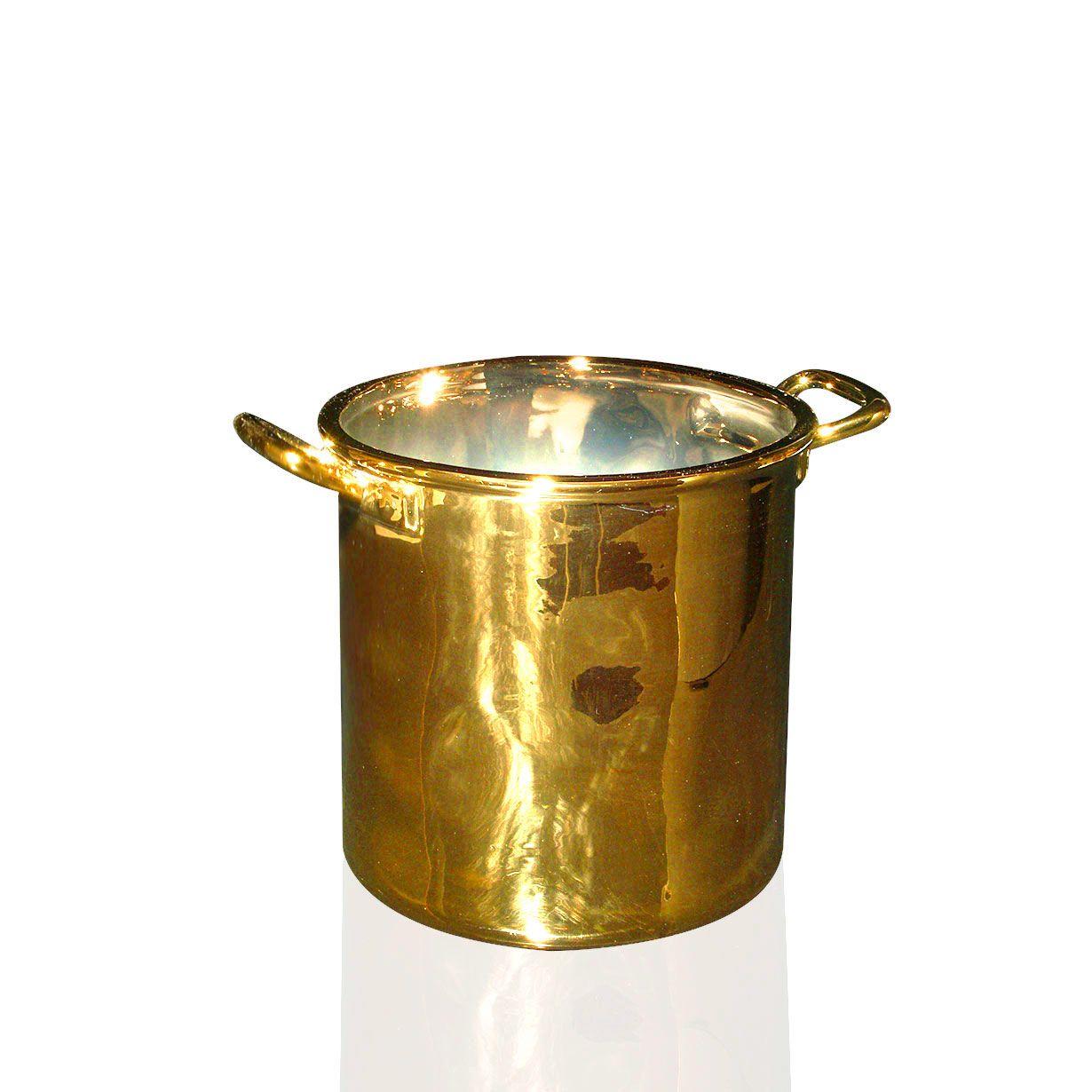 e' il momento di concedersi un tocco di lusso esclusivo! Con la collezione Gold Limited Edition, Seletti propone una linea di completa di oggetti di uso quotidiano realizzati in ceramica con esclusiva finitura dorata. Per sentirsi un re o una regina ogni giorno!