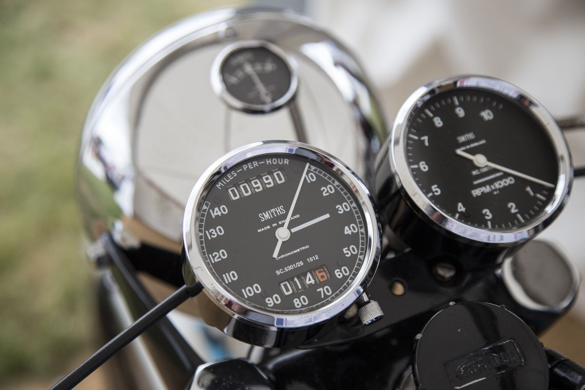The SMITHS #speedometer and #tachometer on the handlebars of