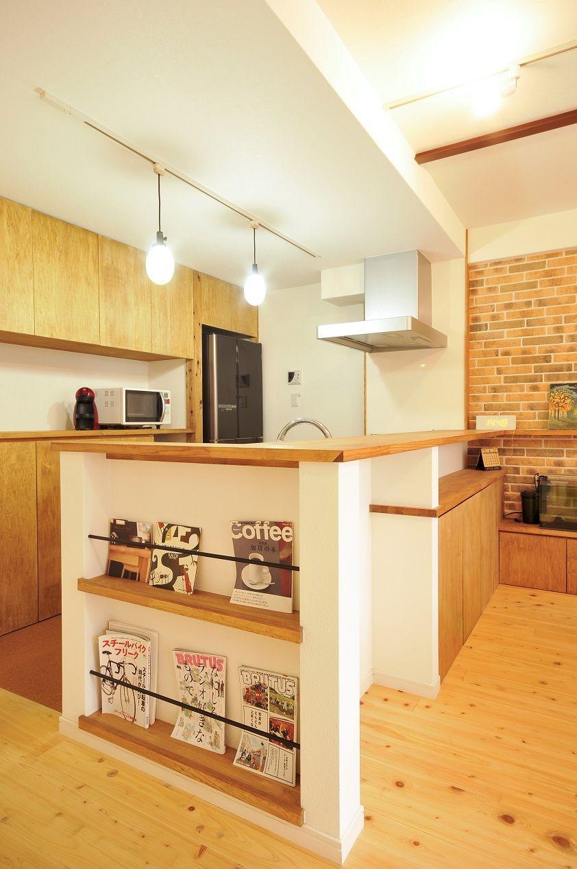 無垢のパイン床 しっくいの壁 自然素材が心地よい家族がいつも笑顔で暮らせる家 ウエストビルドの写真集 食器棚 おしゃれ キッチン 収納棚 造作 キッチンデザイン