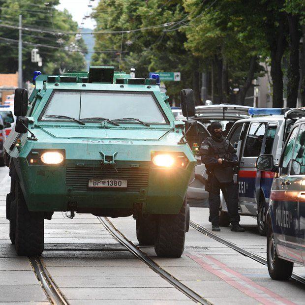 Einbrecher Schiesst Polizisten Nieder News Polizisten Und Nieder