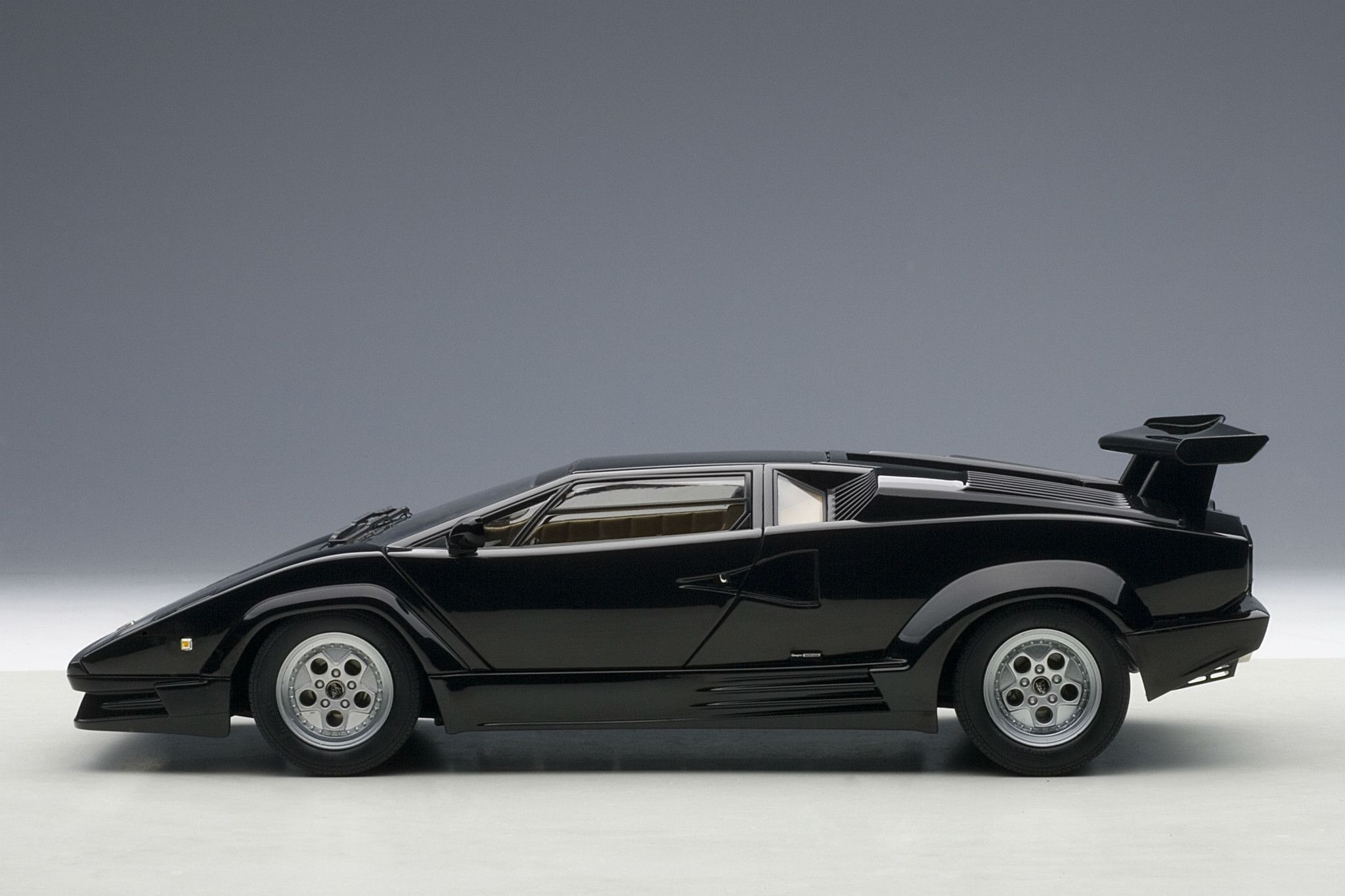 lamborghini countach 25th anniversary 1 18 scale diecast model car produc. Black Bedroom Furniture Sets. Home Design Ideas