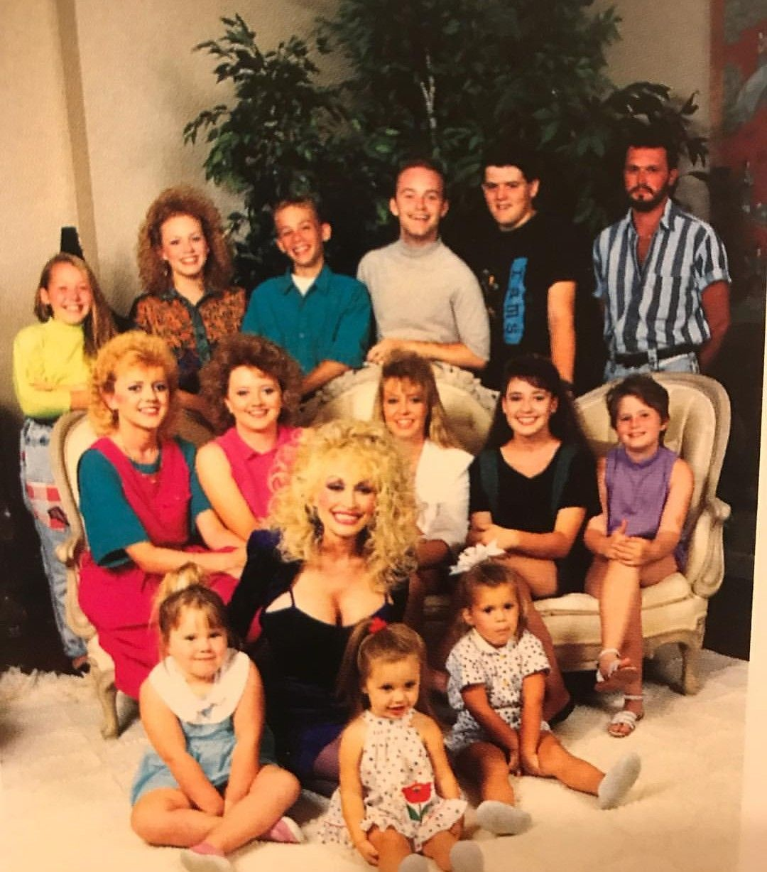 Dolly With Her 14 Nieces And Nephews Auntgranny Dolly Parton