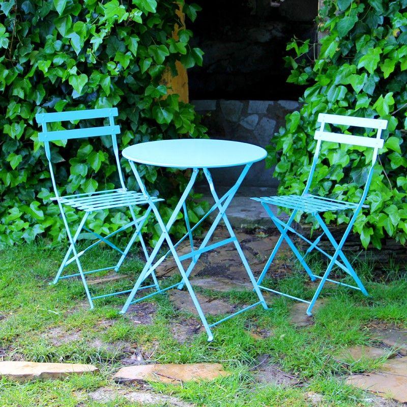 Muebles de jardin mesas y sillas de colores en for Decoracion muebles jardin