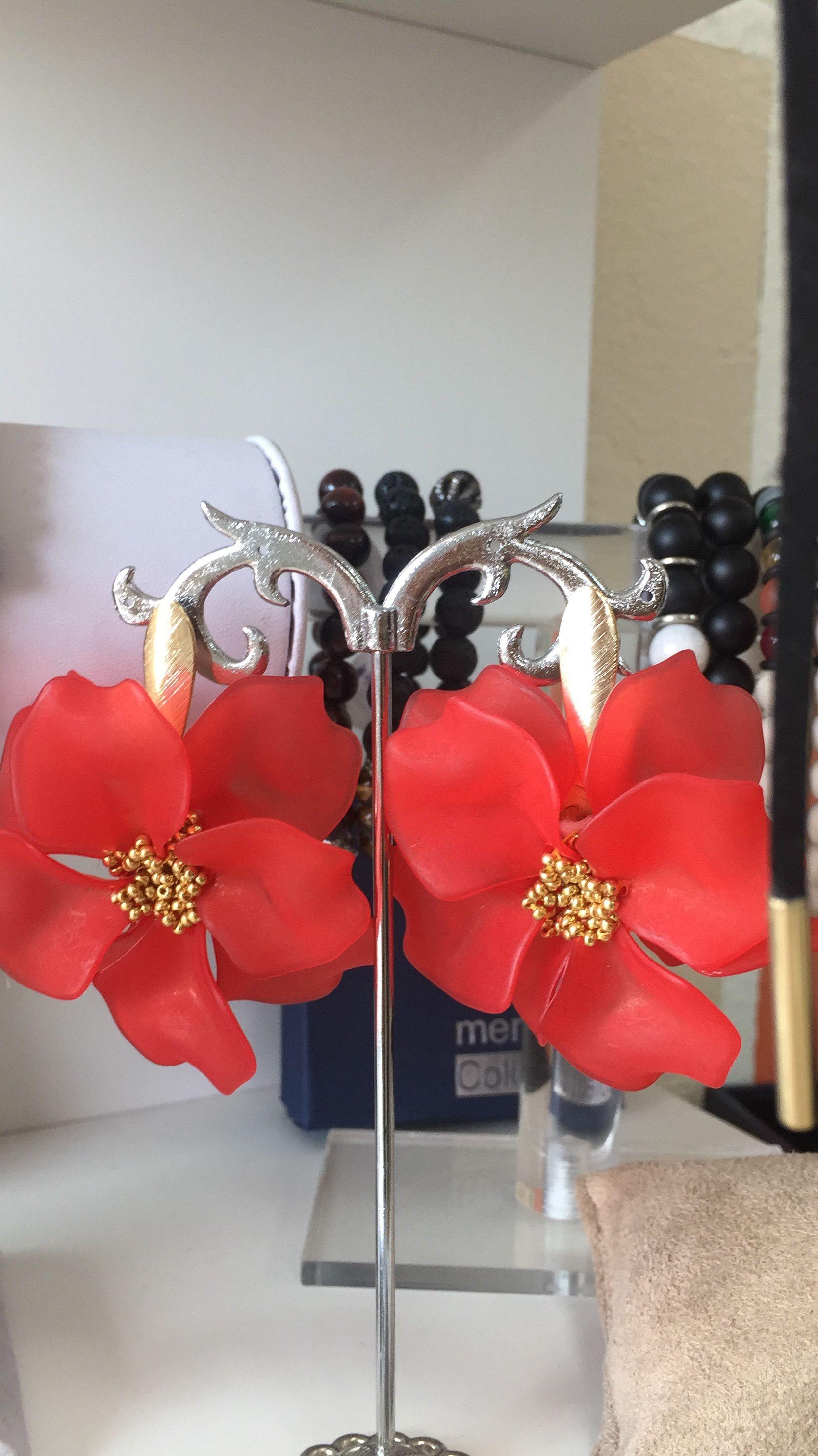 4c595f32cfc7 Arete de flor con petalos en acrilico! Puro verano