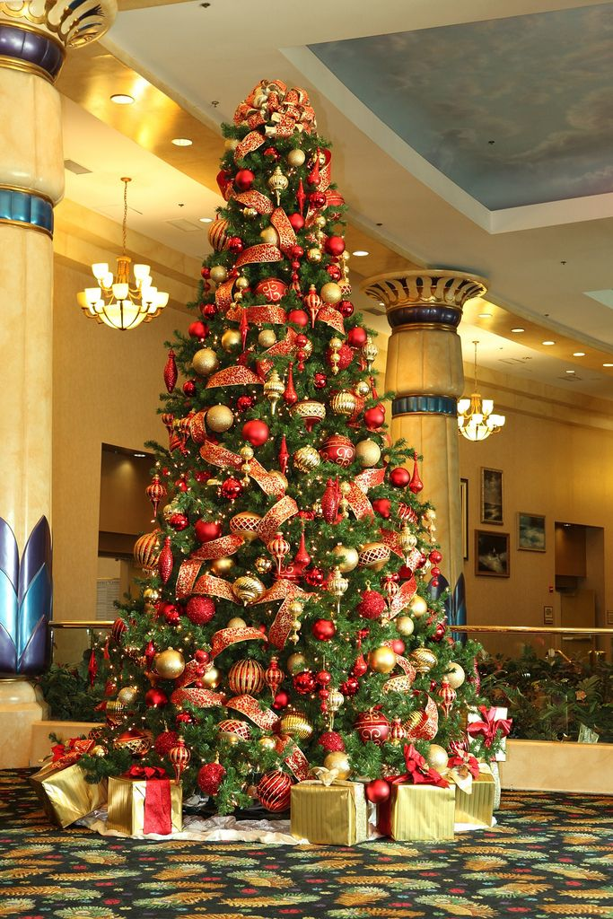 25 red and gold christmas decorations ideas you cant miss home ideas pinterest christmas gold christmas tree and christmas tree - Red And Gold Christmas Decoration Ideas