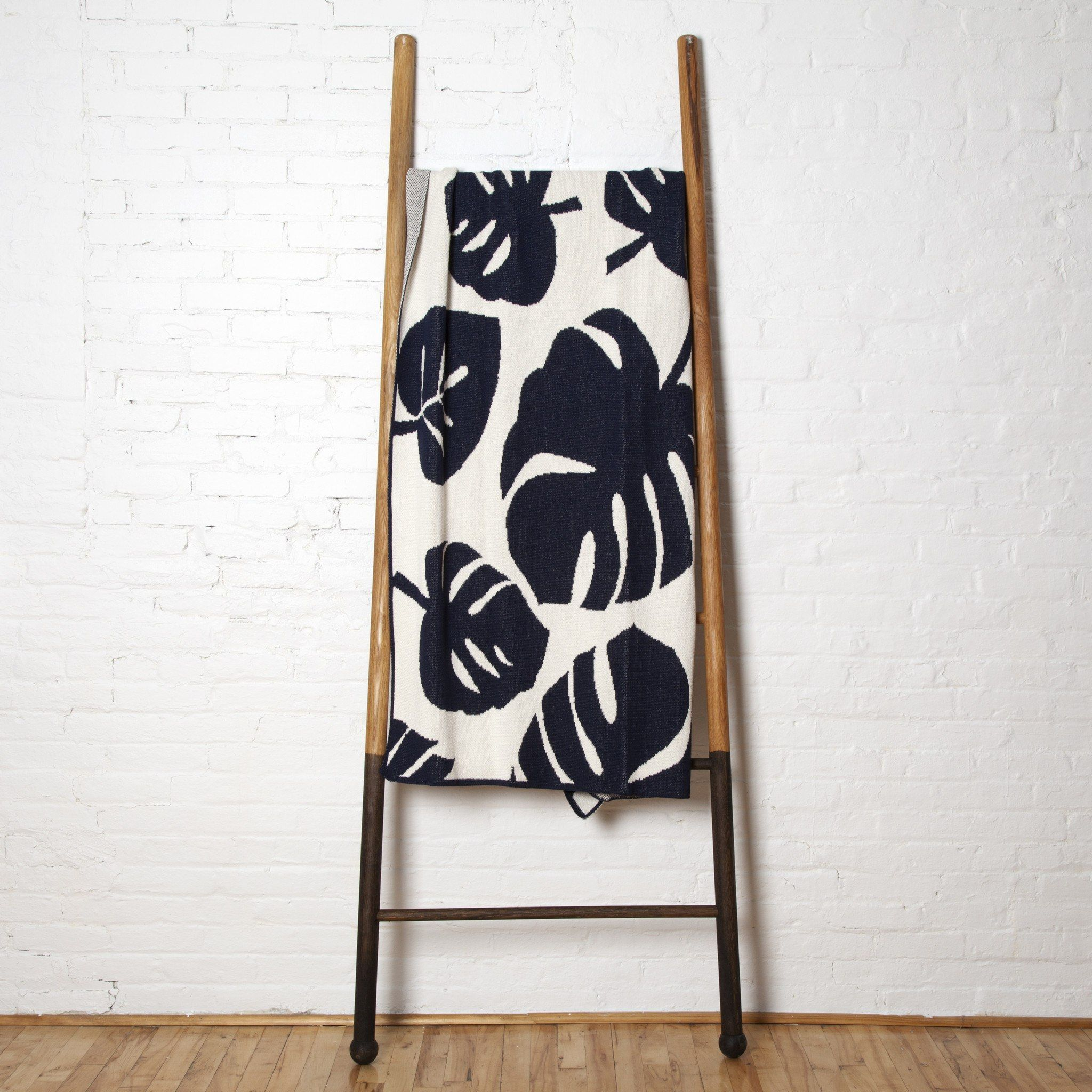 Philodendron Leaf Throw