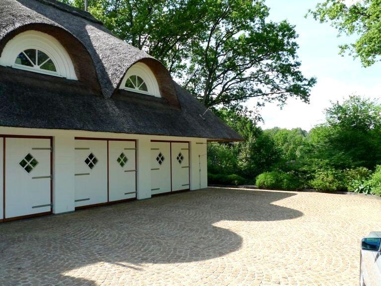 garagentore art of luxus exklusive villa unter reet pinterest reetdachhaus. Black Bedroom Furniture Sets. Home Design Ideas