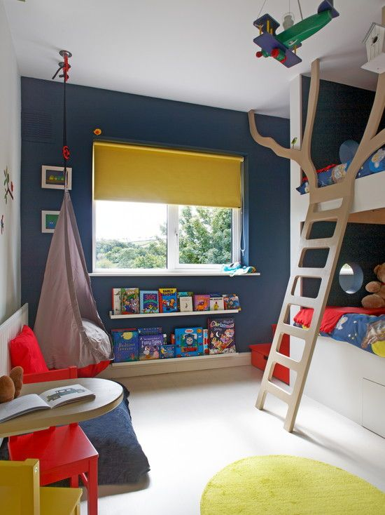 etagenbett mit leiter modernes kinderzimmer wand dunkel blau streichen home sweet home style. Black Bedroom Furniture Sets. Home Design Ideas