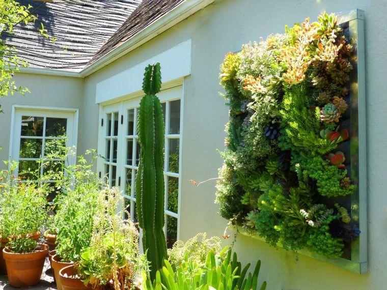 Aquí están algunas sugerencias para aprovechar al máximo su espacio - jardineras verticales