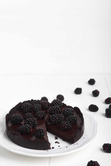 the blackberry+chocolate oreo tart