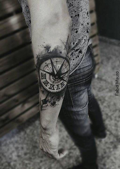 Tatuaje De Un Compás De Estilo Sketch En El Antebrazo Travel