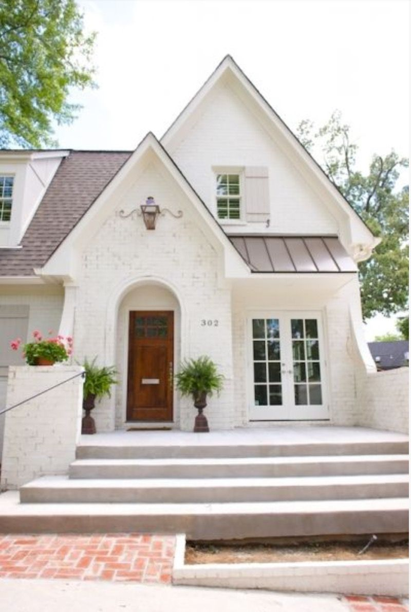 Love this cozy white painted brick home so great www for Brick exterior homes