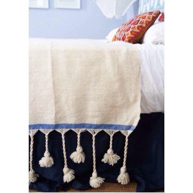 Pom pom blanket via @paddotopalmy www.paddotopalmy.com.au