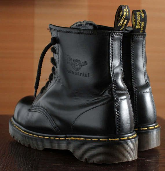 Unique Dr Martens Industrial Steeltoe black platform vintage boots 7eylet  90s super RARE! INDUSTRIAL 2220 square toe model. MADE IN ENGLAND High  quality ... 9ed5e9522