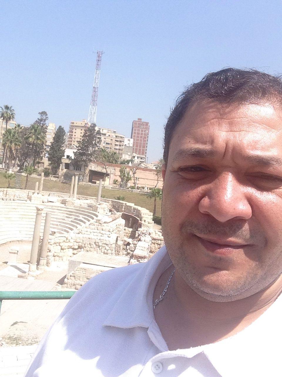 انا في المدرج الروماني في الاسكندرية