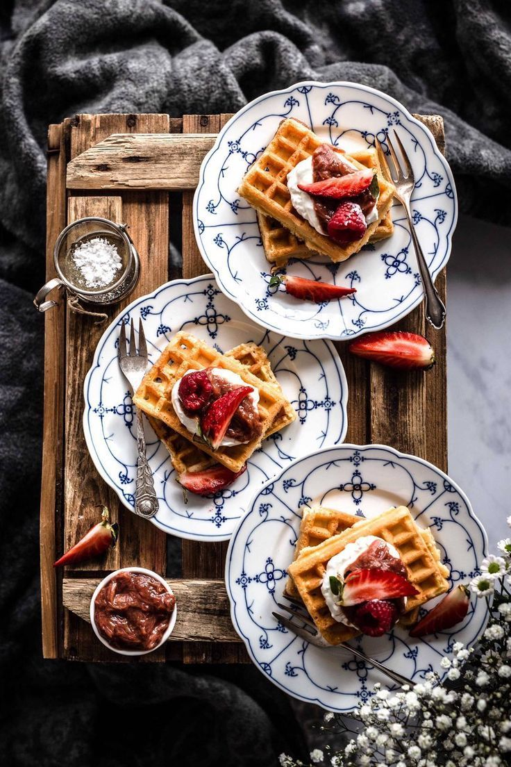 Hi everyone! Today we have Belgium Waffles for you which are perfect for a sweet breakfast on the weekend or an afternoon tea. Look how they are arranged and styled. If you want to find our more about foodstyling and -photography visit Klara & Ida.