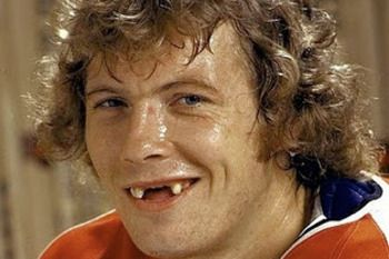 22 Players With The Worst Teeth In Hockey History Hockey Players Hockey Hockey Highlights