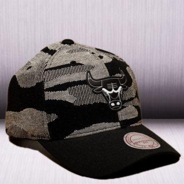 Mitchell   Ness NBA Chicago Bulls Camo Knit Snapback Cap  3d025ffa4d1