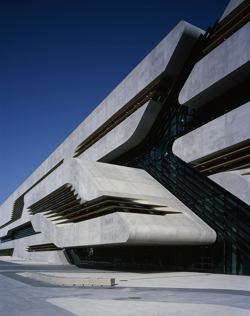 Pierresvives architecture zaha hadid architects for Arquitectura zaha hadid