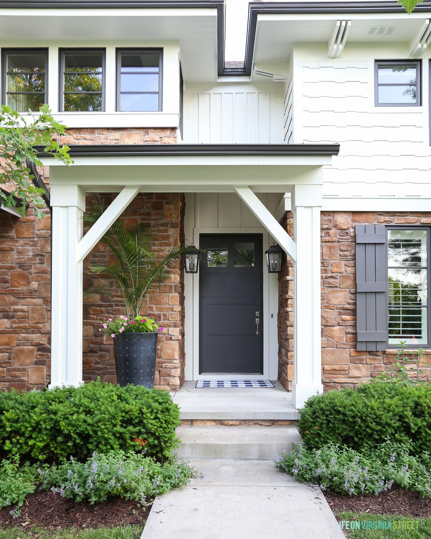 Benjamin Moore White Dove House Exterior Reveal In 2020 Window Trim Exterior House Exterior House Paint Exterior